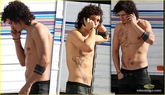 ORLANDO BLOOM, SHIRTLESS & TATTED