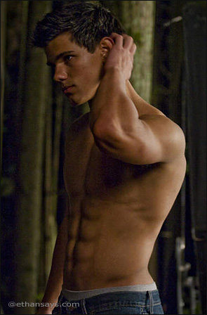 Taylor Lautner: New Shirtless Pics