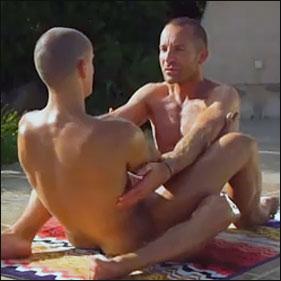 Naked-yoga_0105112